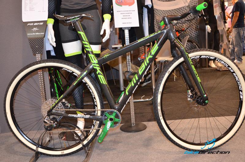 FM bike carbonio con forcella rigida
