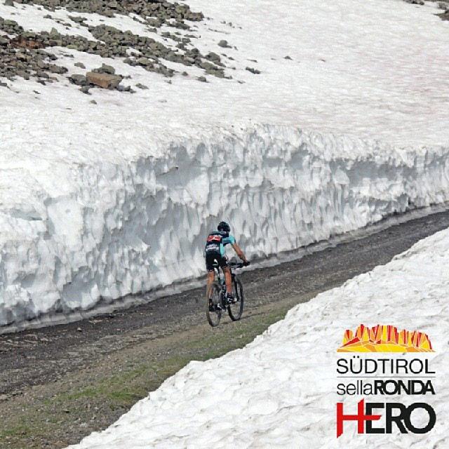 Leo Paez in mezzo alla neve Val Gardena biker