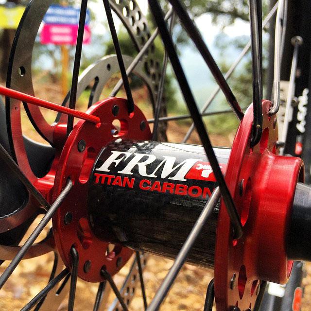 i mozzi FRM Titan Carbon per Enduro